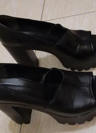 Новые кожаные туфли на тракторной подошве!