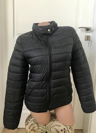Куртка фирменная унисекс с капюшоном
