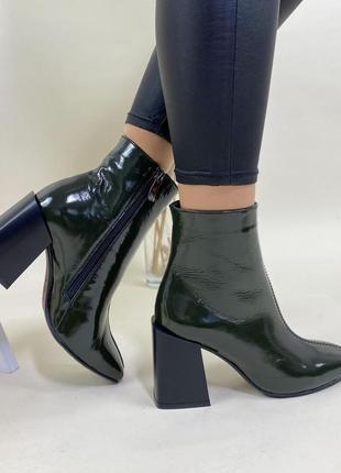 Новые женские лаковые осенние ботинки ботильоны цвета хаки