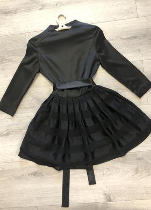 Платье шелковое с пышной юбкой