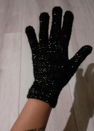 Перчатки с люрексом.