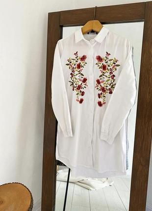 Белое платье-рубашка с вышивкой atmosphere