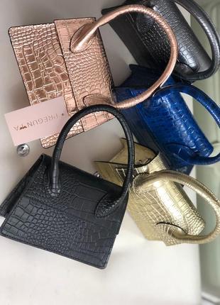 Маленькие кожаные сумочки в стиле jacquemus джакмус