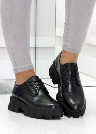 Стильные черные женские туфли на утолщенной подошве