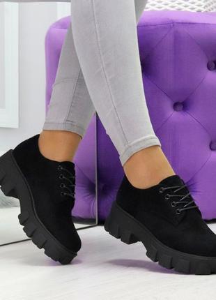 Стильные черные замшевые женские туфли на утолщенной подошве
