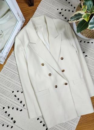 Пиджак бежевый двубортный