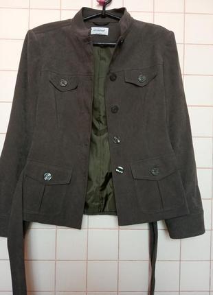 Стильный болотный пиджак с накладными карманами