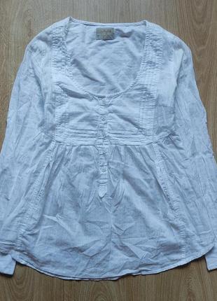 Блуза белая на пуговицах с глубоким декольте