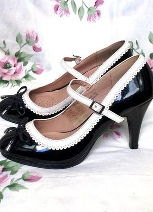 Шикарные туфли -лодочки atmosphere sole desire40- 41р, 26см  бежево- чёрные.испания