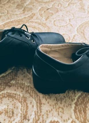 Туфли на тракторной подошве чёрные на шнуровке распродажа