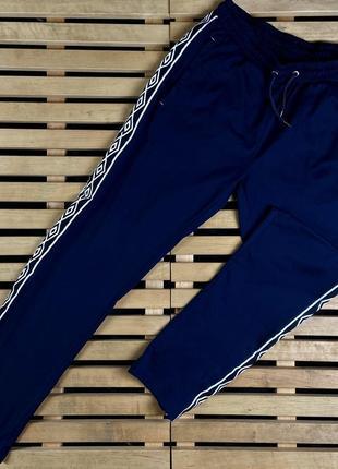 Супер крутые мужские спортивные штаны с лампасами umbro размер l