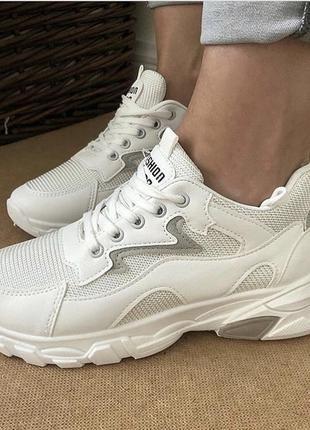 Женские белые кроссовки дышащие