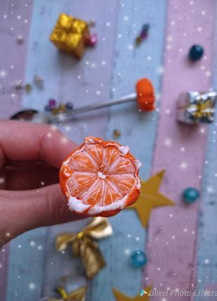 Ложка с мандарином из полимерной глины