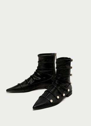 Стрейчевые ботильоны,ботинки с жемчужиной zara.