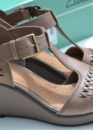 Новые clarks кожаные босоножки размер   40, 41 оригинал . англия