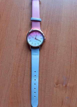 Годинник жіночий. часы женские.