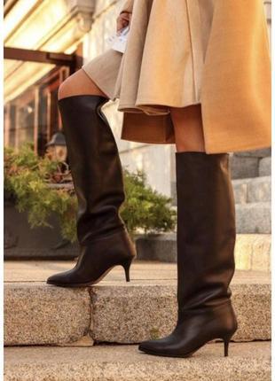 Новые женские кожаные демисезонные высокие чёрные сапоги трубы на шпильке