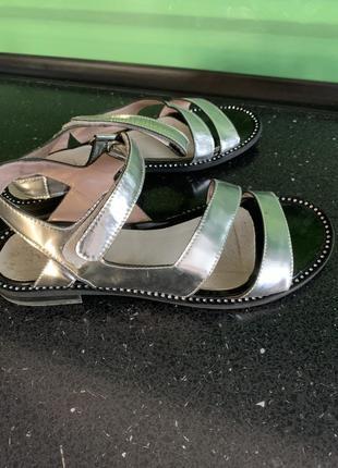Красивые сандали belali