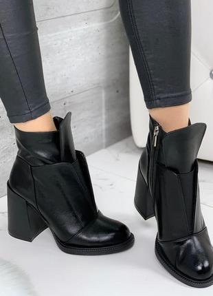 Новые женские демисезонные кожаные чёрные ботинки на каблуке ботильоны