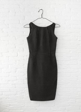 Тёплое платье футляр с интересной спинкой