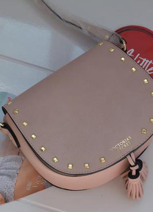Victoria's secret сумка пудрового цвета кроссбоди victorias secret