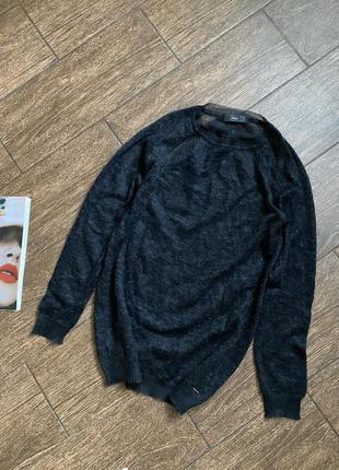 Потрясающе красивый теплый свитер известного бренда