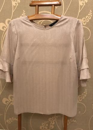 Очень красивая и стильная брендовая блузка с блестящим напылением.