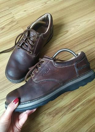 Шкіряні туфлі clarks