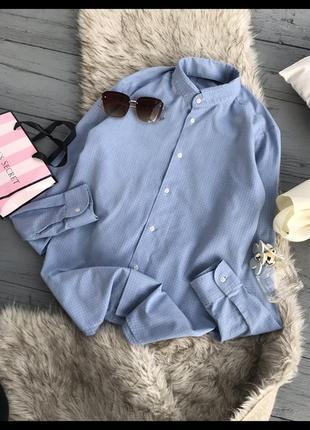 Актуальная голубая базовая рубашка в клетку трендовая сорочка в клетку