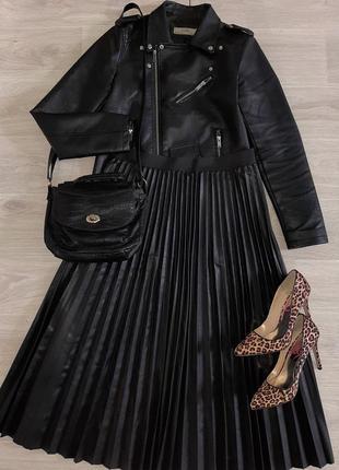 Модная черная длинная юбка плиссе из эко кожи plus size