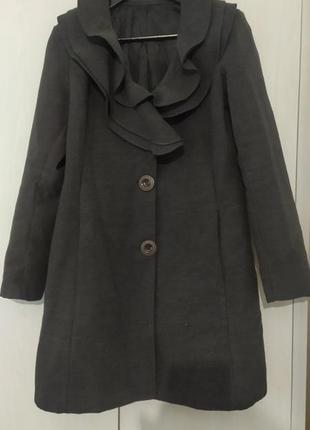 Пальто с фигурным воротом