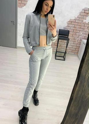 Женский прогулочный спортивный костюм