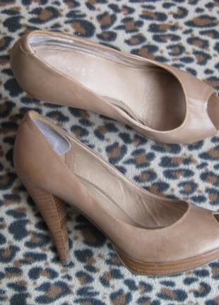 Кожаные бежевые туфли varese