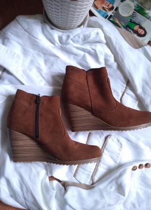 Натуральные замшивые рыжие ботинки отesprit