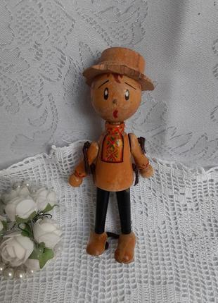 Статуэтка ссср деревянная с эмалью мальчик в национальном фигурка сувенир
