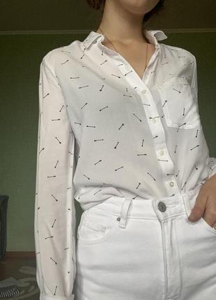 Белая рубашка со стрелами