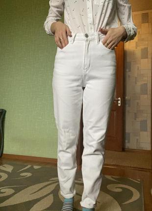 Белые новые джинсы mom