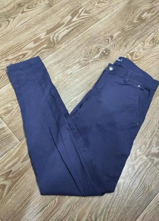 Синие штаны джинсового кроя