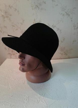 Дамская фетровая черная шляпка с полями