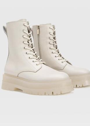 Молочные ботинки на грубой подошве