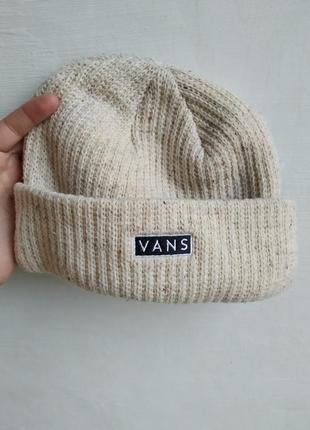 Теплая шапка vans
