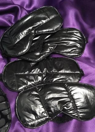 Чёрная лакированная маска
