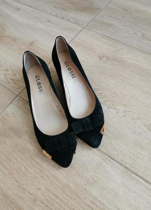 Туфли черные на танкетке очень красивые glossi
