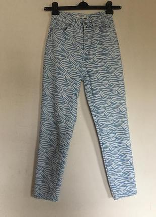Зебра джинсы мом , светло голубые джинсы mom fit house