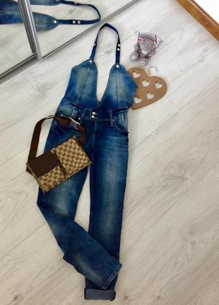 Супер трендовый джинсовый комбинезон, с открытой спинкой