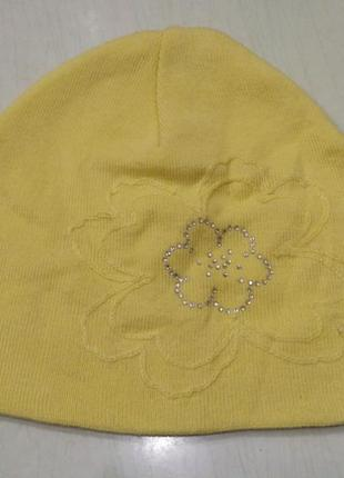 Жёлтая трикотажная демисезонная шапка на объём 52-56 см