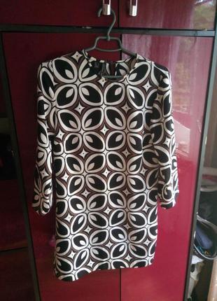 Короткое стильное платье от mango