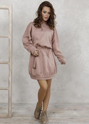 Утепленное флисом приталенное платье-толстовка
