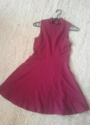 Офигеное бордовое платье