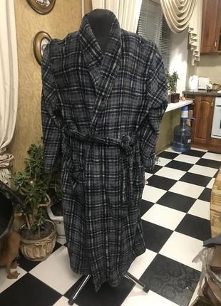 Фирменный шикарный халат stafford на 54-56 разм.